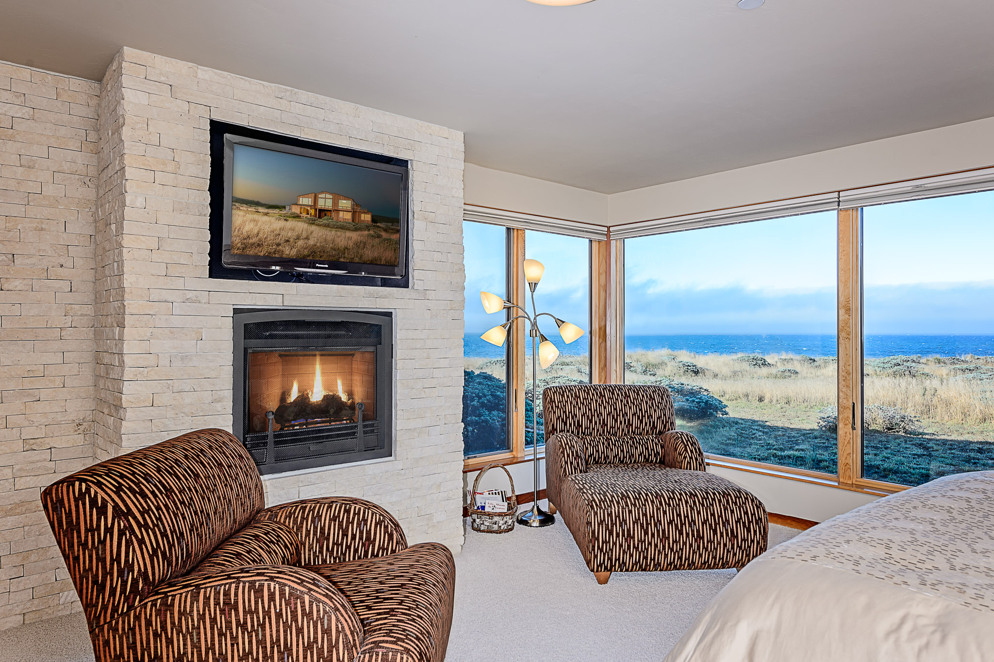 Sea ranch real estate photography 42145 rock cod sea for Master bedroom corner fireplace